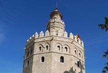 """Sevilla Day Trip_from Granada / Sevilla es una ciudad que desafía a la literatura. Es simplemente una de las ciudades más bellas del mundo, con una historia que atraviesa siglos y maravillosos monumentos y edificios junto a frondosos parques con el sereno río Guadalquivir discurriendo por el centro de la ciudad."""" The Guardian, 2008. Periódico británico."""