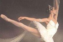 ballet / danse / by Ari Anäise