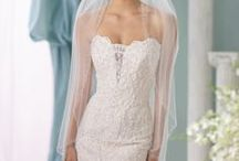 Berger Veils / Berger veils by Mon Cheri are an elegant choice for your wedding day. They add the magic touch!
