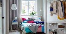 IKEA Schlafzimmer – Träume / Erholsamer Schlaf in einem bequemen Bett. Schlafzimmermöbel, die dir Platz bieten, um all deine Sachen unterzubringen (und zwar so, dass du sie auch wiederfindest). Beleuchtung, die für eine angenehme Atmosphäre sorgt, und weiche Bettwäsche zum Reinkuscheln. Und all das zu einem Preis, der dich ruhig schlafen lässt. Daraus sind süße Träume gemacht. Bildrechte ©Inter IKEA Systems B.V. 2002-2018