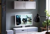 IKEA UPPLEVA - clever / Medienzentrum mit Hirn – gutes Aussehen gibts gratis dazu. UPPLEVA bietet alles, was du von einem cleveren Fernseher erwartest, und ein Surround-Soundsystem mit eingebautem CD-/DVD-/Blu-Ray-Player. UPPLEVA ist gleichzeitig aber auch ein Möbelstück, das sich sehen lassen kann. Mit anderen Worten: Technologie und Look in einem. Bildrechte ©Inter IKEA Systems B.V. 2002-2015 / by IKEA Österreich