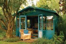 Petite cabane pour jardinier - Small  shed for gardener / Au fond du jardin