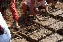 Construire des murs en terre - Cob wall mud construction : la technique de la bauge coffrée / construire avec la terre du jardin