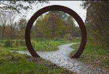 Garden separation ideas - Moon Gates / Comme quoi, le passage par un cercle peut changer la vision d'une partie du jardin....