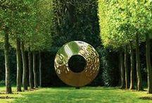 Sculpture en métal - metal sculpture / La sculpture sur métal regroupe les artisans travaillant les feuilles de métal dans différents domaines : ornements, statuaire, meuble haut de gamme… Mais elle concerne également des artistes dont le travail relève de l'œuvre d'art