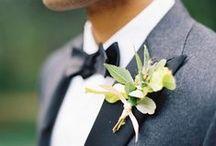 Boutonniére / Flowers are not just for the bride. We've gathered some inspiration for an important detail in the grooms outfit: the boutonniere.   //   Blomster er ikke kun til bruden. Vi har samlet lidt inspiration til en vigtigt detalje ved gommens outfit: knaphulsblomsten.