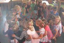 JP AA Schoolthema 'De groep, dat zijn wij' / De eerste drie weken van een schooljaar gaan we met de hele school aan de slag met wie ben ik en wie ben ik in de groep. Zo ga je dus aan de slag met het groepsproces.