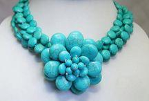 Manualidades accesorios / Elaboración de collares, pulseras, anillos y dijes / by Marianela Rubio