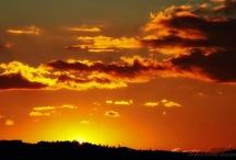 Pôr- do-sol / Gosto muito de sentar e admirar o pôr-do-sol em um lugar tranquilo.