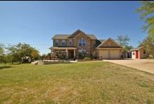 New Listing in Dripping Springs, TX - Offered at $499,500 / Gorgeous home on 2 acres in family centered community. Quiet & peaceful hill country setting w/ endless views. Home features huge patio, pool, hot tub, open kitchen, huge upstairs living area & soaring ceilings. Bright kitchen boasts corian counters, stainless steel appliances, center island & breakfast area w/ breath taking views. Home at end of cul-de-sac. Master features garden tub, double vanity & walk-in closet. All closets have built-in storage.