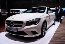 New Mercedes CLA // Nowy Mercedes CLA / Nowy Mercedes CLA ma w sobie to Coś. Czterowahaczowa oś tylna, sportowa regulacja układu jezdnego oraz cztery dynamiczne silniki są źródłem dynamiki auta. Dzięki wzorcowej aerodynamice i inteligentnym innowacjom Mercedes CLA osiąga wyjątkowo niski wśród produkowanych seryjnie samochodów współczynnik oporu aerodynamicznego cW wynoszący 0,23 (0,22 w modelu CLA 180 BlueEFFICIENCY Edition). Nowy Mercedes CLA łączy postępowy design i innowacyjną technologię.