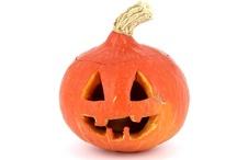 Halloween / Album spécial Halloween, photos et vidéos de citrouille découpée et éclairée à la bougie, sur fond blanc et sur fond noir.