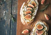 Entertaining Bites & Sips / Hors d'oeuvres, appetizer, and cocktail ideas for entertaining in both large and small groups. #entertaining #horsdoeuvres