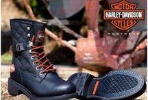 Harley-Davidson modelleri / Harley Davidson, moda dünyasının bilinen en eski klasiklerinden. Özgürlüğü ifade eden bayan ve erkek bot modelleri ile herkesin zevkine uygun olan Harley Davidson bot ve çizmeler, kalitesiyle de ön plana çıkıyor. Harley Davidson bot ve çizme modelleri ayakkabimcantam.com 'da sizi bekliyor.