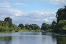 Müritz-Elde-Wasserstrasse / Die Müritz-Elde-Wasserstraße verbindet als kleiner, schiffbarer Kanal die Großen Seen der mecklenburgischen Seenplatte mit der Elbe. Sie lockt den Paddler mit waldigen Ufern und landschaftlicher Abwechslung, kleinen Orten und Städten sowie netten Wasserwanderrastplätzen.