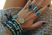 Estilo Boho (Boho style) / Estilo de moda com base em influências boêmio e hippie.
