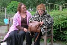 Nadien / Van Bert Edelbos en Gerard Jan Rijnders - locatievoorstelling Jo komt van de begrafenis van Gerda. In een park ontmoet ze Dinie, een zwerfster, die haar bezittingen mee zeult in plastic tassen. Een ontmoeting met gewone bijzondere vrouwen