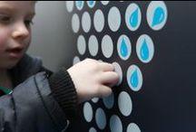 """Światowy Dzień Wody 2014 / Fundacja We Are Water celebruje Światowy Dzień Wody Z tej okazji Roca remontuje ujęcie wody oligoceńskiej na Woli w Warszawie  """"Myśl globalnie, działaj lokalnie"""" – zgodnie z tym hasłem, Roca odnowiła ujęcie wody oligoceńskiej przy ul. Płockiej 26 na warszawskiej Woli. W ten szczególny sposób Roca uczciła Światowy Dzień Wody. Uroczyste otwarcie odnowionego obiektu odbyło się 22 marca 2014 roku. / by ROCA POLSKA"""