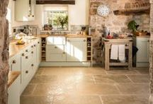 Interior stone floors / Some #stoneflooring used in the home that we like the look of. #flagstones #interiordesign #kitchenfloors #countrystyle