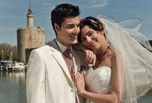Robe de mariée tendance / Les robes de mariées « Tendances » s'imprègnent de coupes modernes, parfois courtes, de mélange de matière comme le taffetas et l'organza. Les robes de mariées de cette famille allie tradition et modernisme, en misant sur l'élégance et la sophistication.