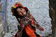 Gesichter der Welt / Ich mag Fotos, die mit natürlichem Licht die Einzigartigkeit von Menschen und dem Leben aufzeigen. Das Lächeln, die Trauer oder die Freude in den Augen. Augenblicke der Menschlichkeit.
