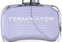 Terminator, parfym, herr. / Alltid före sin tid.  - Eau de parfym. 50 ml. - After Shave. 100 ml. - Perfumed Shower gel. 200 ml.  Markant hemlighetsfull & kompromisslös. Doften överbevisar genom sitt maskulina uttryck & tidlösa noter av fräsch bergamotte, citrus & amber.  Doftkaraktär: Doften liknar Pour Homme, Gucci..