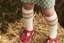 Souvenirs d'enfance / Quelques jouets fétiches, des dessins animés, des petites madeleines de Proust, de bons souvenirs d'école, la vie à la campagne avec les cabanes dans les bois, les fleurs et les animaux et puis surtout énormément de livres, albums, revues (perlin, fripounet), BD... Voilà ce qui a rythmé mon enfance et mon adolescence !
