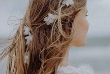 Braut Haarschmuck | BelleJulie / Der feine Brauthaarschmuck von BelleJulie steht für einen sinnlich eleganten Stil, mit Liebe zur Qualität und dem Handwerk der Maßschneiderei. Designerin Katharina Michel entwirft individuelle Headpieces, Fascinators und Birdcages neben Kopfschmuck mit Federn und Seidenblüten sowie Haarreifen.