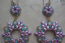 Šperky vyrobené z perličiek / Háčkované náhrdelníky a náušnice