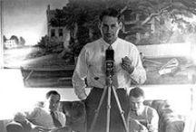 """Irving Penn / Irving Penn, que disse que nunca quis """"ser um personagem"""", foi, no entanto, um dos grandes artistas do século XX. Um fotógrafo com um estilo tão singular que já tinha seu próprio """"copyright estético"""", como a Vogue colocou em 1948, quando o garoto de Nova Jérsei de jeans e tênis desgastado trabalhava para a revista fazia apenas três anos."""