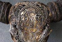 bone artworks / 骨をモチーフ又は素材にした彫刻作品