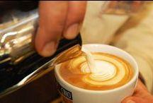 Latte Art / Die Kunst auf dem Kaffee. CUP&CINO freut sich über alle kunstvoll gestaltenten Kaffees.