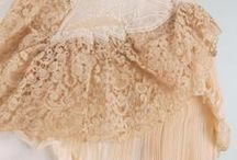 Rosaline Perlée / Rosaline Perlée – A Brussels variant with needle lace pearls is called Rosaline Perlée. The variant made in Brugges lacked the pearls.