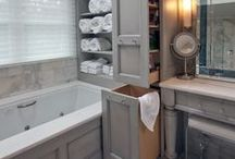 Organised Bathroom / Find your stuff in the bathroom when you need them with these organising tips.
