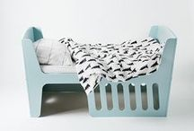 j&t Rocky rocks / No matter how you twist and turn! Rocky is a 4-in-1 furniture with long usability, as it adapts to the growth and needs of the active child. At first it is both, a cradle for baby and a rocking-chair for parents, combined into one. As the child grows the cradle can be rotated 180° and turns into a children's bed with a length of 140 cm. You can use the bedrail as a boundary for greater safety.