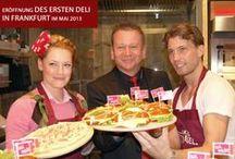 Eröffnung FFM Mai 2013 / Im Mai 2013 eröffnete BACK-FACTORY mit prominenter Unterstützung in Frankfurt am Main erstmals eine Filiale mit neuem DELI-Konzept.  In modernem Ambiente können nicht nur Snacks in Selbstbedienung sondern auch kleine Gerichte  wie Flammenkuchen in Live-Cooking-Atmosphäre verzehrt werden.