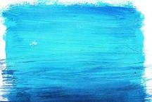 Amazing Blue / Il nostro logo è composto da tre colori: il blu, il bianco, il grigio.  Vogliamo associare ognuno di questi colori a quanto di più creativo, originale e degno di nota si possa trovare intorno a noi, nella vita di tutti i giorni. Una sola regola…che sia blu.