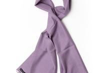 """Pashmina's / Pashmina's in 46 verschillende kleuren en verkrijgbaar in twee maten. De shawl heeft een warme glans door de 70% cashmere en 30% zijde uitvoering. De Pashmina van 30 X 150 cm is een elegante smalle shawl die uitermate geschikt is voor heren.  De exclusieve kleuren van de Pashmina's zorgen voor de """"finishing touch"""" van je outfit en dragen bij tot een elegante en sportieve uitstraling. Pashmina's kenmerken zich door de prettige draageigenschappen."""