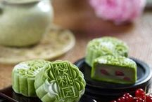 Singapore's Famous Mooncakes / A collection of Singapore's famous hotel and traditional mooncakes.