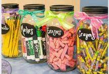 Teaching Classroom Decor / Elementary classroom decor on a budget with many DIY class decor ideas. Classroom ideas | classroom planning | teaching planning | class decor | classroom decorations | classroom decorating idea for elementary | decorating ideas for teachers | classroom organization elementary | classroom door decor | class bulletin board decorating ideas | classroom themes |  classroom printables | bulletin board decorations | teacher tips | teaching ideas | teacher decorations | Kindergarten classrooms
