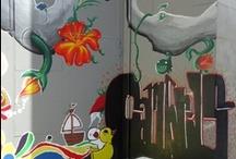 Tatua la Biblioteca / L'agost del 2011 un projecte conjunt de Joventut i Biblioteca va permetre donar un altre aire a la sortida d'emergència del nostre equipament. Una mostra de com va anar tot el procés, que va estar dirigit pels artistes locals David Reñé i Christian Granero