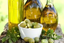 Natural Remedies / Extra Virgin Olive Oil (EVOO) has healing properties due to its high level of polyphenols. Enrich your diet .... and your lotions with EVOO.