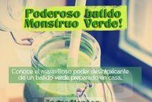 Inforgrafías de Recetas / Una colección de imágenes con recetas y consejos sobre batidos y smoothies saludables.