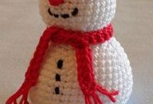 Crocheted Christmas / Crochet patterns and inspiration to create amazing crocheted Christmas decorations.