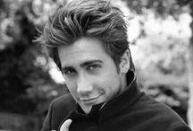 Jake Gyllenhaal / Omg! He is unbelievable!!!   Love his science Donnie Darko ^^