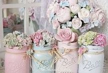 Pastel Wedding Styling Inspiration / Styling inspiration for a pastel vintage themed wedding