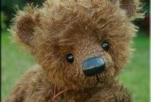 Medvídci / hračky a jejich svět