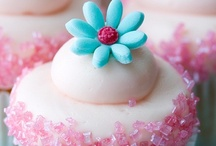 Cupcakes, Cake Pops, Muffins / cupcakes, etc. / by Malinda Baggett