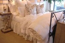 Beautiful Beds / by Alicia Breining