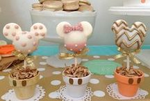Sweets Inspiration / Macarons, Cakepops, Whoopie Pies, Petit Fours, and other Sweet Treats